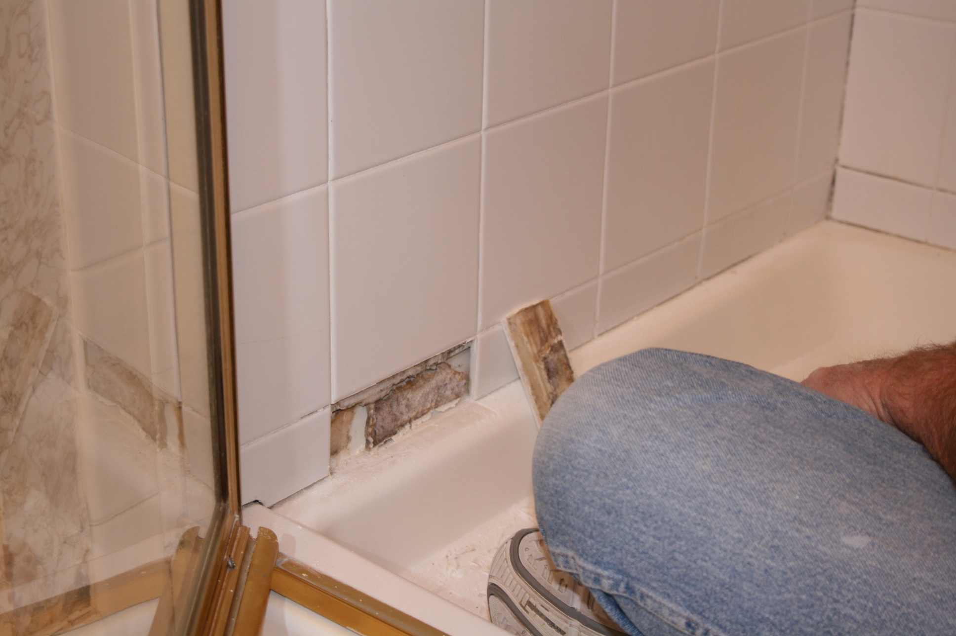 Bathroom Cleaning Regrouting And Caulking